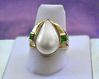 Estate Vintage PEAR Shaped White Mabe Pearl & EMERALDS 14k Gold RING Size 8