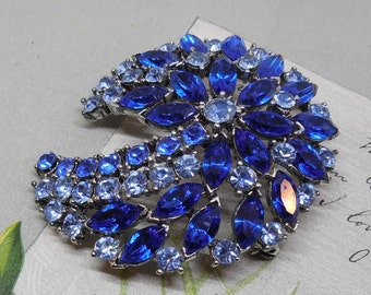 WEISS Signed Cobalt Blue Rhinestone Brooch Swirling Design.   NG36