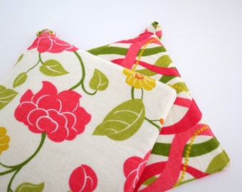 Set of 2 Potholders: Ribbons and Flowers