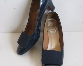 Vintage 1970s Patent Leather Shoes 70s Delman Navy Blue Leather Pumps Shoes 8