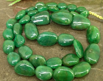 Natural Emerald 6-15mm Smooth Nuggets Gemstone Beads / Approx 37 pieces on 14 Inch long strand / JBC-ET-BEME047