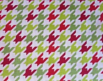 Riley Blake - Riley Blake Designs - Medium Houndstooth Christmas on White - C970-07