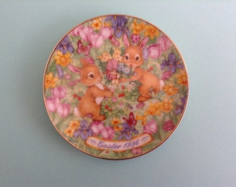 """AVON """"Easter Bouquet"""" Collector Plate, 1996"""