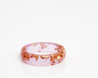 gift for her - berry pink size 8 | thin multifaceted eco resin ring with gold leaf flakes