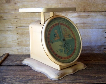 Vintage Metal Scale - Photography Prop - Baby Infant Scale