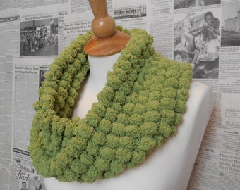Rescue Scarf - Green Bobbles