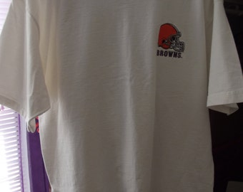 Vintage Mens Tee Shirt - Football Team - Cleveland Browns - White with Embroidered Logo - Perfect Condition
