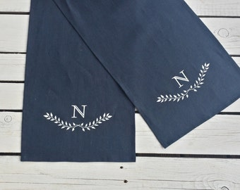 Monogrammed Linen Table Runner, Personalized Runner, Wreath Print, Laurel  Print, Personalized Linen