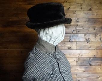 Vintage English brown faux fur like hat woman ladies unisex circa 1970-80's / English Shop