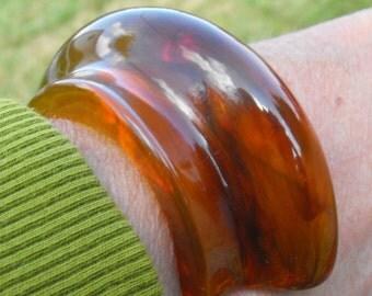 Applejuice bakelite bracelet translucent amber bakelite/lucite bracelet cuff bracelet