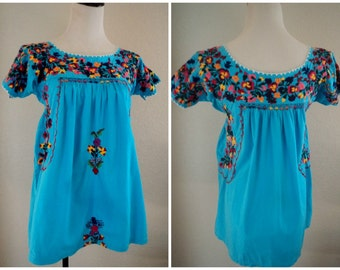 Vintage 70s Oaxacan Peasant Blouse Embroidered Mexican Turquoise Hippie Top S Floral Festival 34 bust