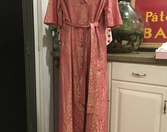 I Found Betty Draper's Beautiful Pink and Gold Brocade Dressing Gown -1960s Glamour - Vintage Pink Robe