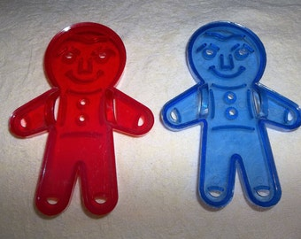 Gingerbread men boy plastic HRM? cutters cookie blue red bakeware kitchenware vintage baking 1960s plastic