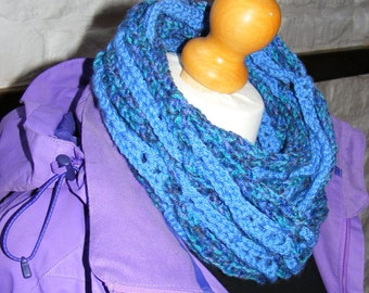 Crochet pattern - infinity scarf doubles as cowl - reversible snakes and ladders neck warmer with photo tutorial