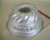 "Vintage Cake Pan, Bundt Pan, Kugelhopf Baking Mold, Made In Italy, 9""  Diameter - Holiday Entertaining"