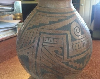Antique Zuni Native American Indian Pottery Pot Vase