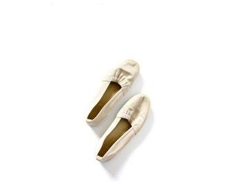 20% OFF VALENTINES SALE Vintage boho tan flats // grasshopper // simples shoes // Keds style shoes // beach shoes // tan shoes