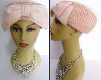Vintge1950s Hat//Light Peach//50s Hat//Bow Detail//Couture// Mad Men//Rockabilly