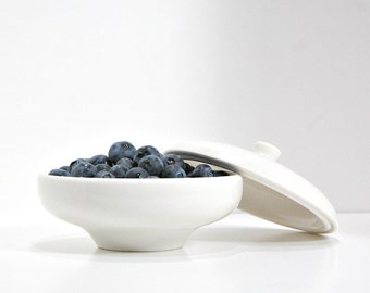 1950s Russel Wright China Iroquois Casual Redesigned Sugar Bowl Fruit Cup Berry Bowl With Lid Vintage 50s Atomic Design Icon Blueberries