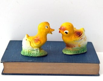 Vintage chalkware chick and duckling pair - yellow painted chalk shapes - shabby retro Easter and spring - vintage poultry