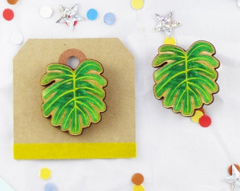 Cheese Plant Leaf (Monstera deliciosa) Wooden Brooch