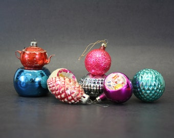 Vintage Hand Blown Glass Christmas Ornaments, Set of 8 in Box (E7578)