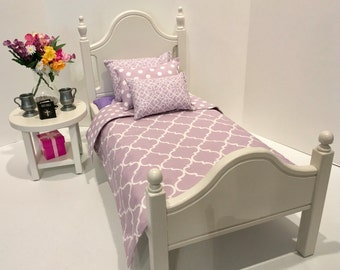 American Girl Doll: Furniture, Classic Elena doll bed with lavender quatrefoil bedding