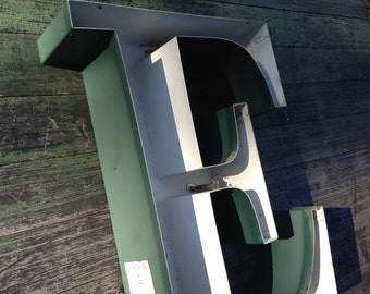 E - Reclaimed vintage letter - 18 inch - sign