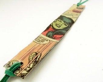 Paper wrap bracelet, cuff bracelet, She Hukl, The Hulk, comics bracelet, reycled comics cuff, she hulk paper cuff, paper bracelet