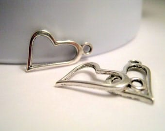 10 Antique Silver Heart Charms    (1118)