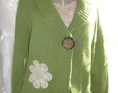 Fall sweater in green with lace