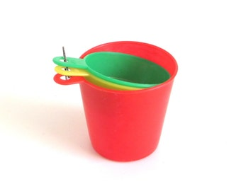Hutzler Measuring Cups Flexible Plastic 1960s Kitchen Primary Colors Red Yellow Green