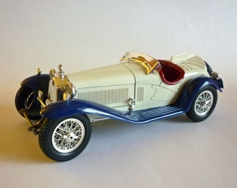 Burago 1932 Alfa Romeo 2300 Spider, 1/18 Scale Die Cast Made in Italy