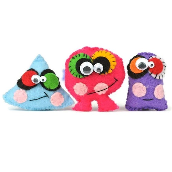 Cute monsters mini plush dolls children's gift party favors. Cyclops cute ugly small Plushie Monsters toy. Halloween Party gifts and Favors