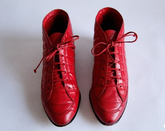 Vintage Red Quilted Leather Lace up Booties Size 6 1/2 Medium Shoes - #685