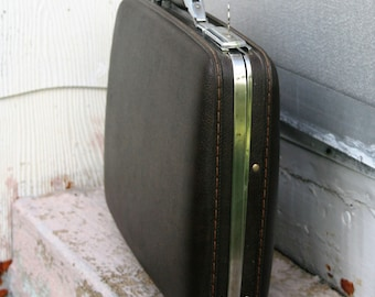 Has KEY Dark Brown Vintage American Tourister Briefcase