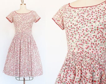 Strawberry Print Dress / 1950s Novelty Print Dress / 1950s Cotton Dress / Cotton Novelty Print Dress / Small / Medium / 27 Waist