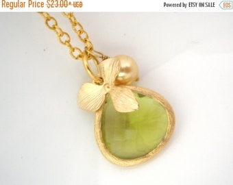 SALE Peridot Necklace, Flower Necklace, Green Necklace, Orchid Necklace, Matte Gold Orchid, Glass Necklace, Bridesmaid Necklace, Bridesmaid