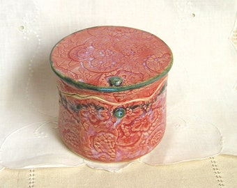 French Butter Bell, Hand Thrown Stoneware Pottery, Butter Keeper, Lace Texture, Red, Black, Soft Butter Dish
