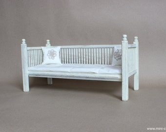 1/6 Daybed Shabby White Wood bed with mattress /2 pillows Miniature bedroom furniture for dolls Blythe, Barbie, Momoko, BJD, Pullip