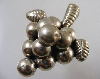 Vintage Taxco Silver Grape Cluster Brooch Pin.....  Lot 4464
