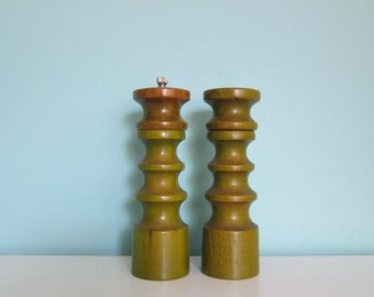 Vintage Avocado Green Salt & Pepper, Danish Modern, Mod Salt and Pepper, Retro Green Salt and Pepper, Green Pepper Mill, Pepper Grinder