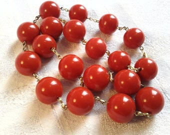 Vintage 60s Red Lucite Necklace.