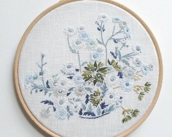 """Daisies - Embroidery Hoop Art - 15cm / 6"""""""