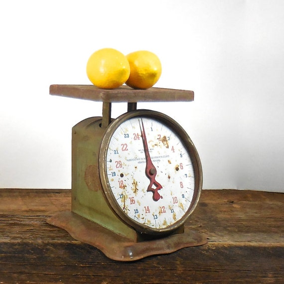 Antique Kitchen Scale: Antique Kitchen Scale Rusty Farm House Scale