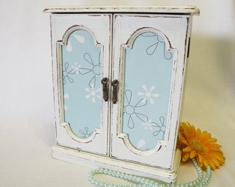 Jewelry Box White - Rig Storage - Shabby Chic, Cottage, French Country, Gift for Girls or Women - Vintage Upcycled