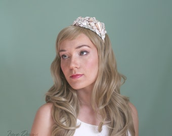 Mermaid's Bridal Seashell Headband. Beach wedding headband. Beach wedding hairpiece. Beach tiara. Handmade Bridal Hair accessories