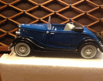 "1938 Ford V8 Roadster  Mint -   - Signature Scale Models,  1/32 scale, 7"" long , all metal,"