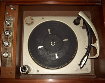 Reserved for Robert --Vintage Magnavox Micromatic Turntable , totally restored,,drop in replacement for your broken Garrard