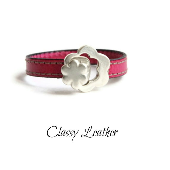 Women Bracelet,women leather bracelet,leather bracelet,bracelet,women gift,girlfriend gift,flower bracelet,flower toggle clasp bracelet,gift